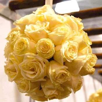 Pompón de rosas para decorar.