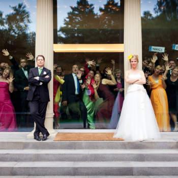 Der Fotograf bringt einiges an Erfahrung mit. Er hat schon zahlreiche katholische, evangelische, jüdische, persische, christlich-orthodoxe und freie Trauungszeremonien fotografiert.  Unter www.unvergessliche-augenblicke.com können Sie noch mehr Fotos von Kirill Brusilovsky bewundern.