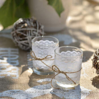 Sostenedor de vela de vidrio con encaje- Compra en The Wedding Shop