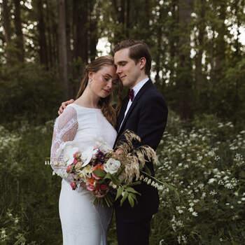 Modern Festive Summer Wedding: laat je inspireren voor jouw eigen bruiloft in de buitenlucht! | Foto: Lieke Huiting Photography