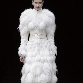 Este modelo do britânico Alexander Mc Queen só pode ser usado por uma noiva ultra-mega moderna!