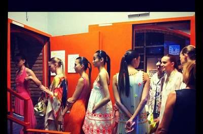 Impazza lacoda di cavallo anche nella sfilata di Laura Biagotti. Una foto del backstage via Mon Makillage