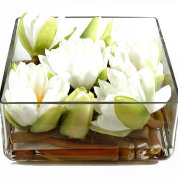 Centre de Table Lotus Artificiel Ce centre de table artificiel est composé d'une parfaite réplique du lotus naturel, plante aquatique sacré pour la religion bouddhiste entre autres, mais aussi pour l'Inde. Source : fleurs-plantes-artificielles.fr