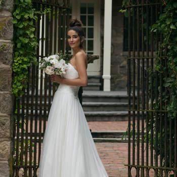 Modelo 44065, vestido de novia escote corazón con falda ligera de tul