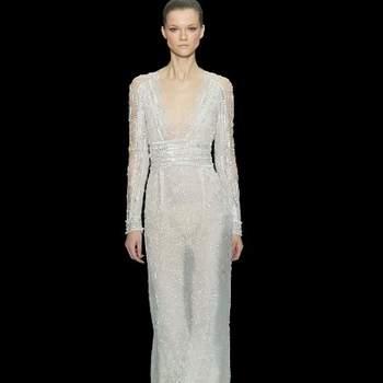 Sexy questo abito a manica lunga semitrasparente color ghiaccio lavorato con cristalli. Elie Saab 2013. Foto: www.eliesaab.com