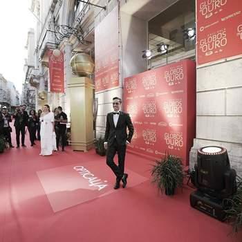 Na passadeira vermelha. Vestido por Miguel Vieira. Óculos: Olhar de prata. Styling: MISSRITA.  Foto João Aguiar via IG joaopauloshowsa