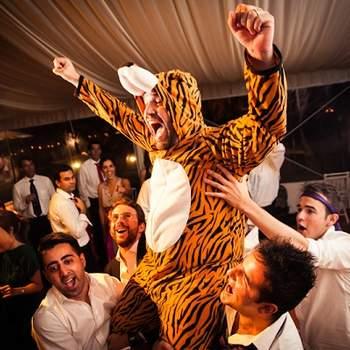 «Nunca tivemos um noivo a fantasiar-se no dia do casamento, e este fez um verdadeiro espectáculo na festa ao entrar vestido de Tigrão.»  www.fabioazanha.com