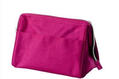 Kit di emergenza per le invitate a nozze: riponete tutto in un necessaire nei colori del vostro outfit! Questo è Upptäcka di Ikea. Foto: Ikea