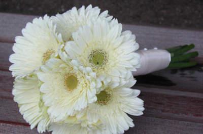 Si vous êtes classique, optez pour un bouquet de mariée blanc