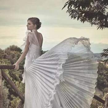cde6e28b72ff Entra in contatto con i fornitori citati in questo articolo. Atelier Paola  D Onofrio Abiti sposa ...