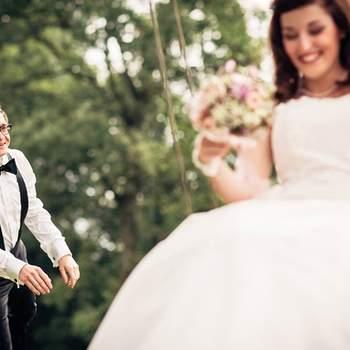 Ich liebe es Hochzeiten zu fotografieren! Nebst natürlich der wichtigen Bedeutung gibt es keinen fröhlicheren Ort als die Hochzeit. Mich fasziniert es diese Stimmung auf eine künstlerische und sehr diskrete Art und Weise einzufangen. Es laufen so viele Geschichten und Momente unter den Gästen und Kindern ab, welche das Brautpaar gar nicht mitbekommt. Durch eine Reportage mit ungestellten und einmaligen Momenten dokumentiere ich den Tag. Das Brautpaar soll sich wiedererkennen können und sagen können, das sind wir!