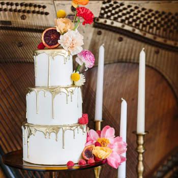 Inspiração para estilo Drip Cake rústico em bolos de casamento de 3 andares | Créditos: Mary Costa Photography