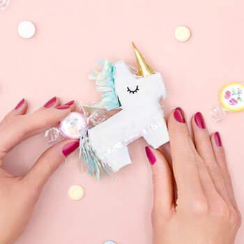 Mini piñata unicornio- Compra en The Wedding Shop