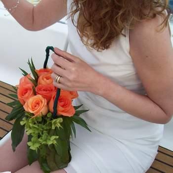 Los ramos en canastas son ideales para las damas de honor. Foto de rivierainfiore.net.