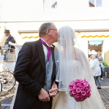 Braut und Brautvater - ein schönes Bild.
