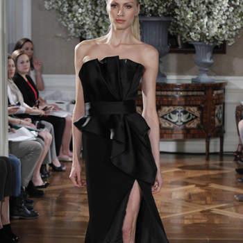 Ravissante robe bustier noire échancrée à l'avant. Bustier ultra glamour.