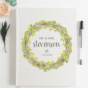 Libro de invitados personalizado con ilustración vegetal. Credits: Scoutmob