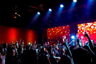 Música ao vivo: o fio condutor da emoção do seu grande dia