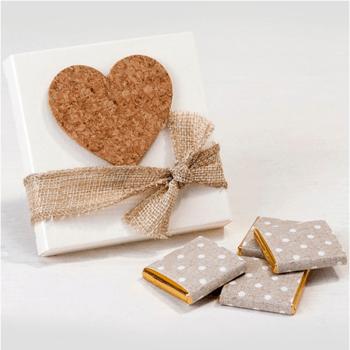 boîtes blanches avec coeur en liège adhésif et 4 chocolats au goût fruité - The Wedding Shop !