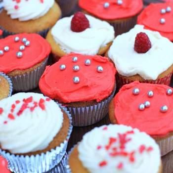 Cupcakes colorés, de délicieuses douceurs pour votre réception de mariage. Source : bestshot.nl