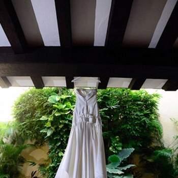 Vestido fresco con escote palabra de honor ligeramente ajustado en hasta la cintura y falda suelta.
