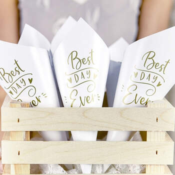 Cono Para Arroz Best Day Ever Blanco y Oro 10 unidades - The Wedding Shop