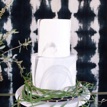 Inspiração para bolos de casamento modernos | Créditos: Ally Burnette Photography