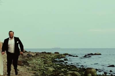 """""""Miarą miłości jest miłość bez miary"""". Cudowne, morskie video ślubne. Nie możesz tego  przegapić!"""
