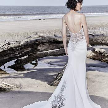 "<a href=""https://www.maggiesottero.com/sottero-and-midgley/hayward/11538"">Maggie Sottero</a>"