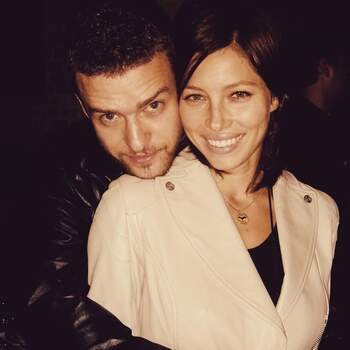 Justin Timberlake publicou uma foto do primeiro ano de namoro com a sua cara-metade, Jessica Biel. «Throwback to our first year together. It ain't hard to tell from my face!!! When you know, you know.  I love you, my funny Valentine. Every day the 14th!!! Happy Love Day, y'all!!» lê-se em @justintimberlake