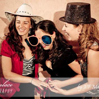 Las chicas también se desmelenan en el photocall.  Foto: JF Mayoral. Photoenlace