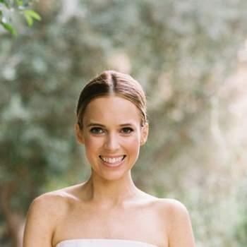 Para noivas naturais e clássicas, o decote cai cai em linha recta é o que mais favorece a linha dos ombros. Foto: Chudleigh Weddings