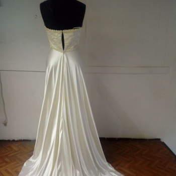 La Femme : un altro modello dai toni vintage, con una lunga gonna di seta scivolante e morbida.