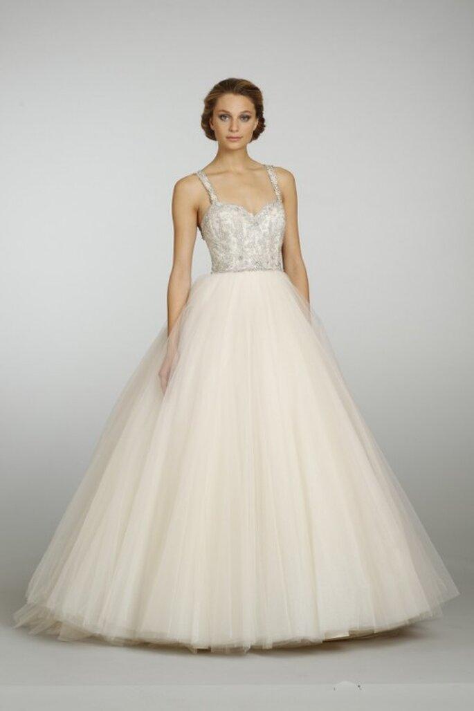 Vestido de novia estilo princesa con aplicaciones en color durazno - Foto JLM Couture