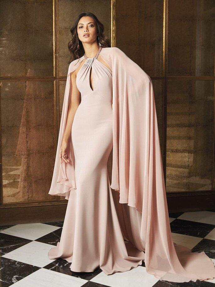vestido de festa rosa claro com capa Pronovias 2021