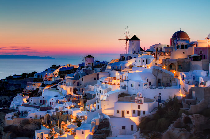 Oia, Santorini via: Greeceforvisitors.com