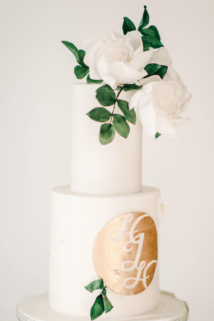 Hochzeitstorte romantisch modern mit Echtblumen