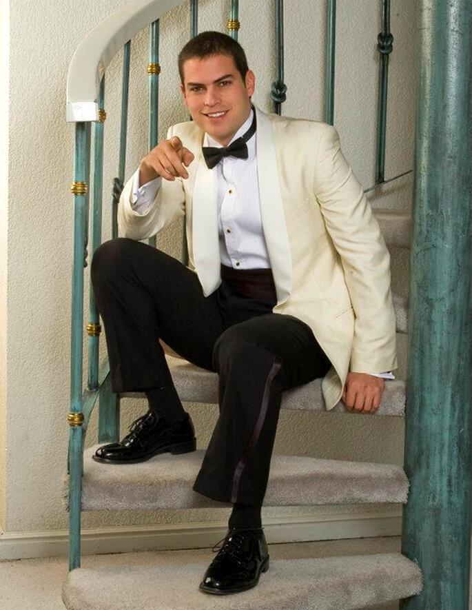 Elegante traje con un saco blanco - Foto: Casa Marcelo