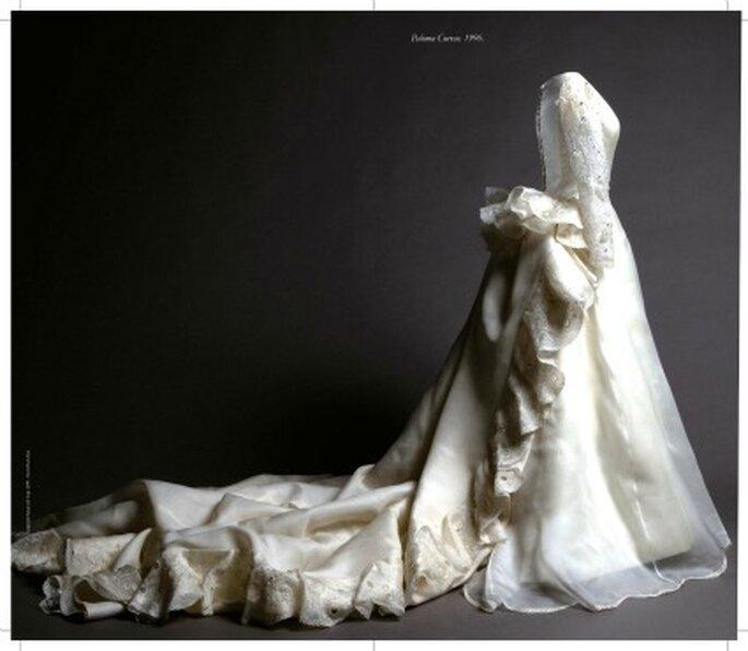Vestido en organza de seda natural satinada con bordado en hilo de seda, sutas y piezas en resina con pedrería. Propiedad de Paloma Cuevas, 25 de octubre de 1996