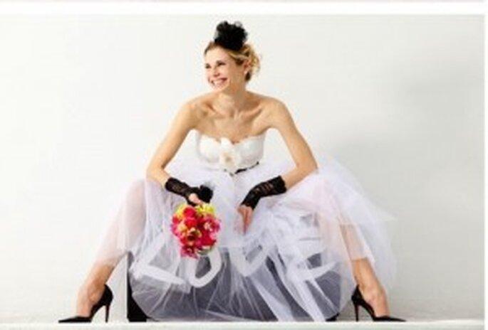 También puedes añadir un toque rockero a tu vestido de novia
