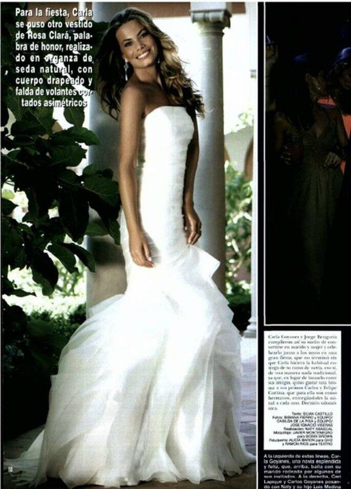 El vestido de novia para la fiesta también era de Rosa Clará: un traje palabra de honor, en organza de seda natural, con cuerpo drapeado y falda de volantes - Revista Hola