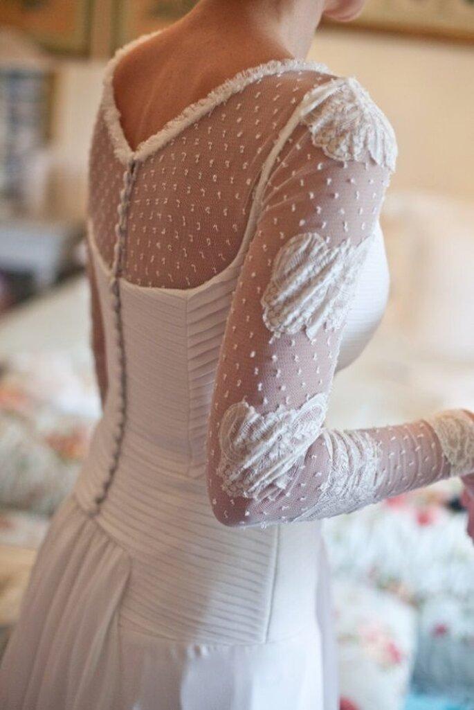 Vestido de novia con detalle de plumetí - Foto Ruth Roldan