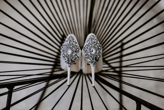 Zapatos de novia con pedrería: a Brilla a pedrería: cada paso 7c4e0f