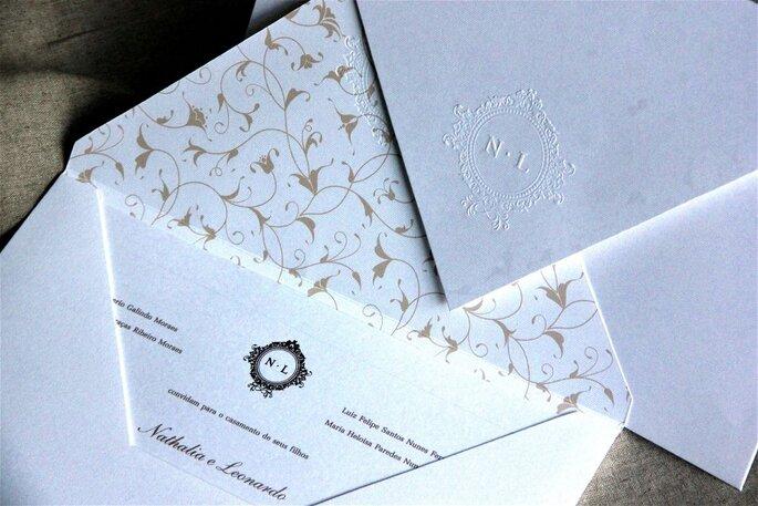 Designer responsável por sugerir e identificar os diferentes modelos para os noivos