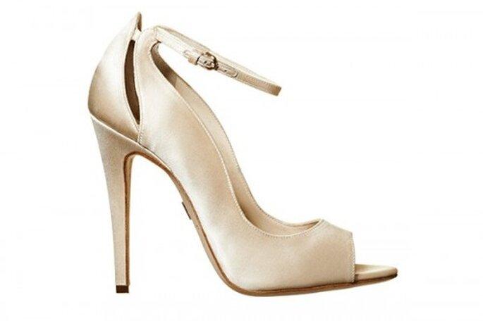 Zapatos de novia abiertos color champagne - Foto Brian Atwood