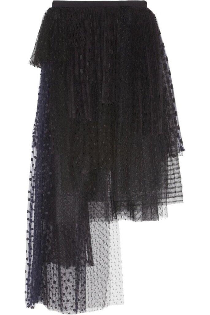 Falda de tul en color negro con asimetrías de Chloé - Foto Net A Porter
