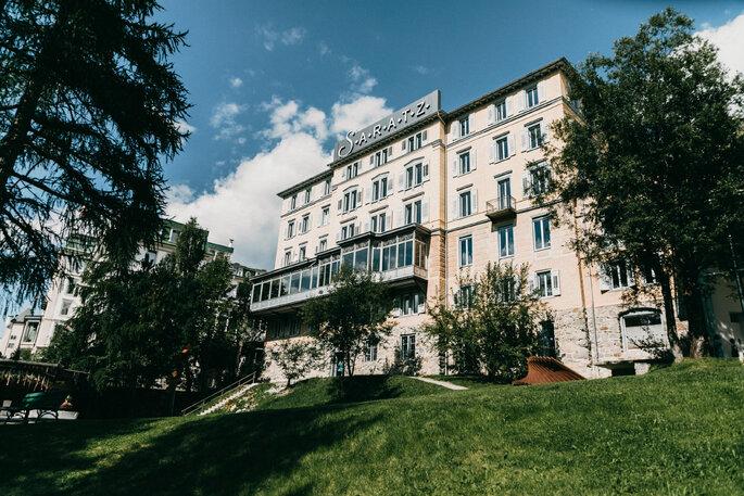 Location Außenansicht Hotel Saratz