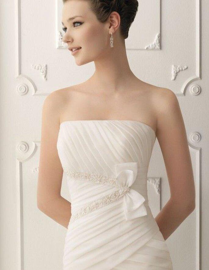 Robe de mariée avec drapé asymétrique - Alma Novia 2012