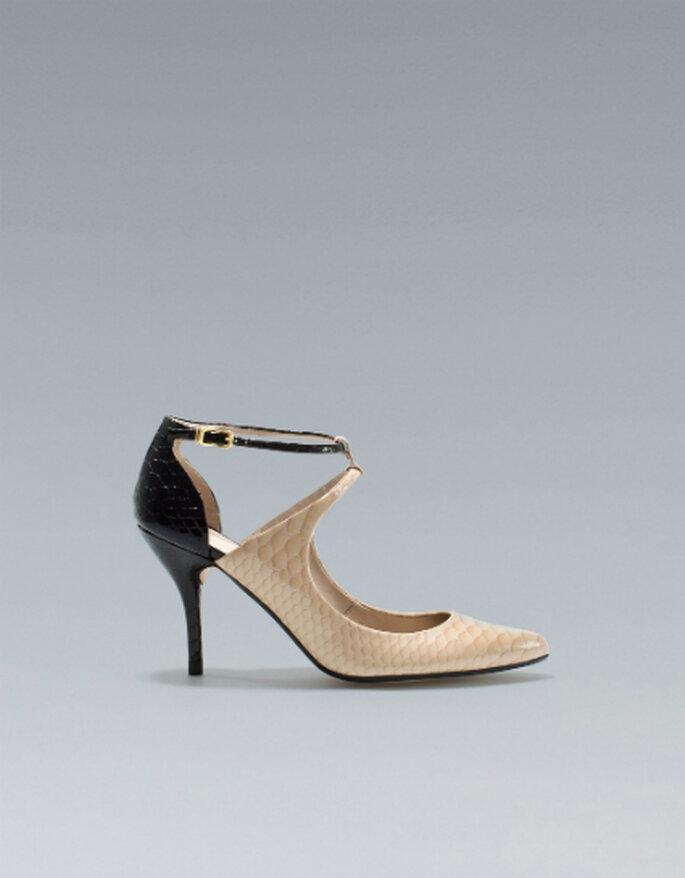 Elegantes zapatos bicolor para novia en negro y nude. Foto: www.zara.com