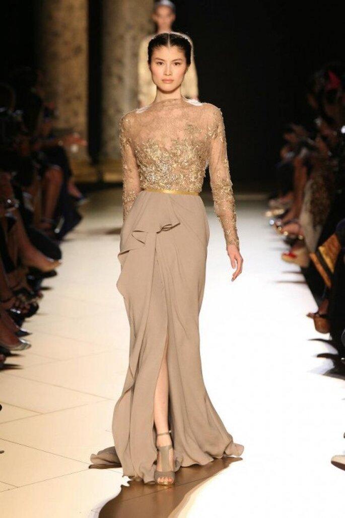 Vestido elegante con bordados en color dorado - Foto Elie Saab 2013